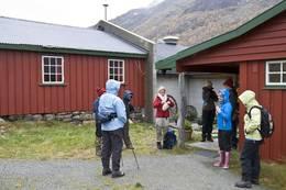 Turen starter ved Østerbø turisthytte. -  Foto: Fred L. Larsen