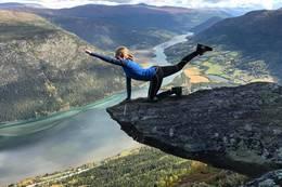 Yoga på Kvilarsteinen - Foto: Visit Jotunheimen