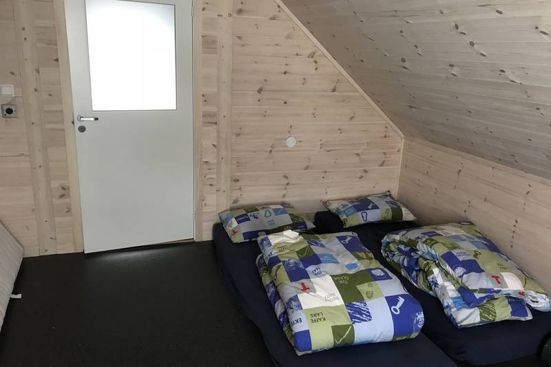 Når alle sengene er i bruk er det mulig å legge ut madrasser på hemsen