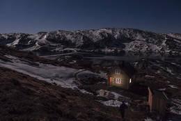 Nattbilete av hytta  -  Foto: Kjartan Haugen