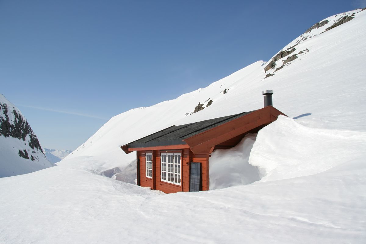 Sikringshytta til Svartvassbu ligger i et snørikt område