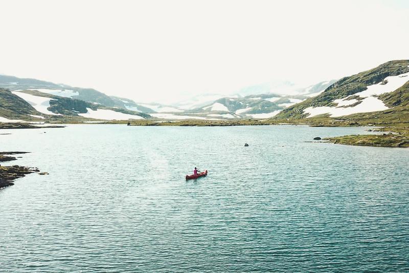 Med kanoene på hytta kan du nyt dagene på vannet