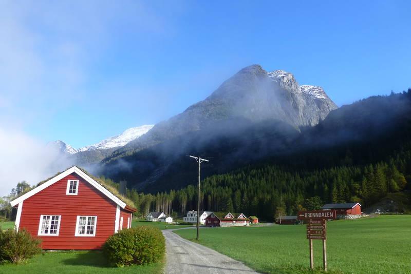 Utgangspunkt for turen til Brenndalen. Åbrekk gard.