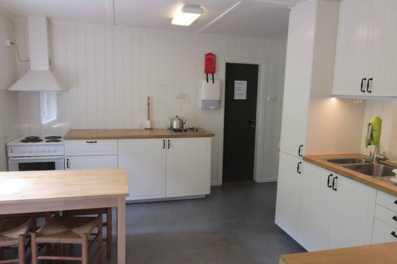 Kjøkken har kan du lage maten din på strøm eller gass