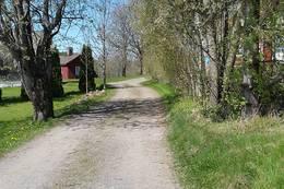 Følg veien forbi Fokserød gårdene - Foto: V. W. Nilsen