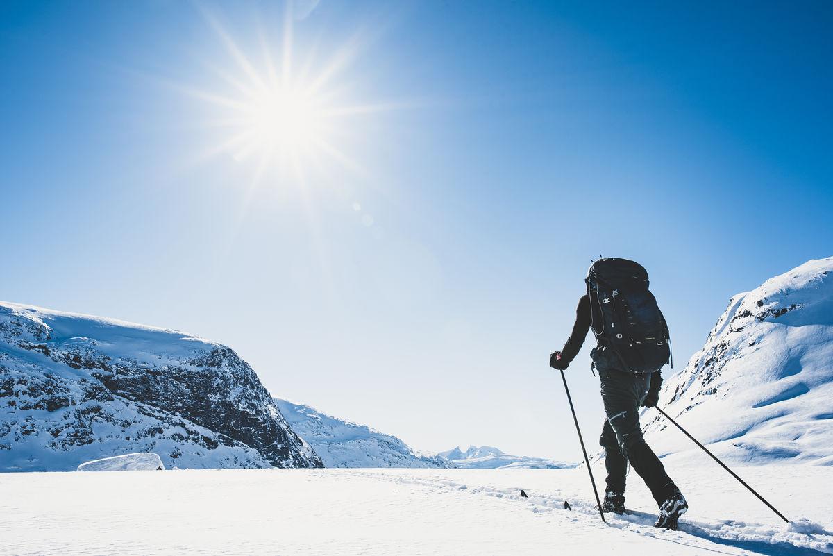 På vei mot ut fra Nørdstedalseter. Turen går mot Sognefjellet.