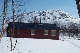 Nord-øst for hytta ligger Fellvasstinden - Foto: Arne Sklett Larsen