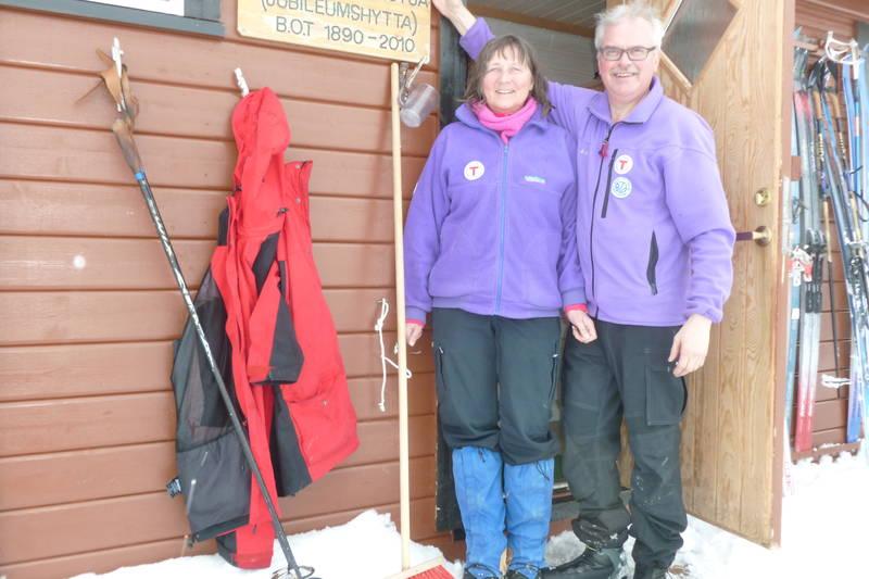 Elin Andreassen og Knut Storteig er tilsyn på hytta