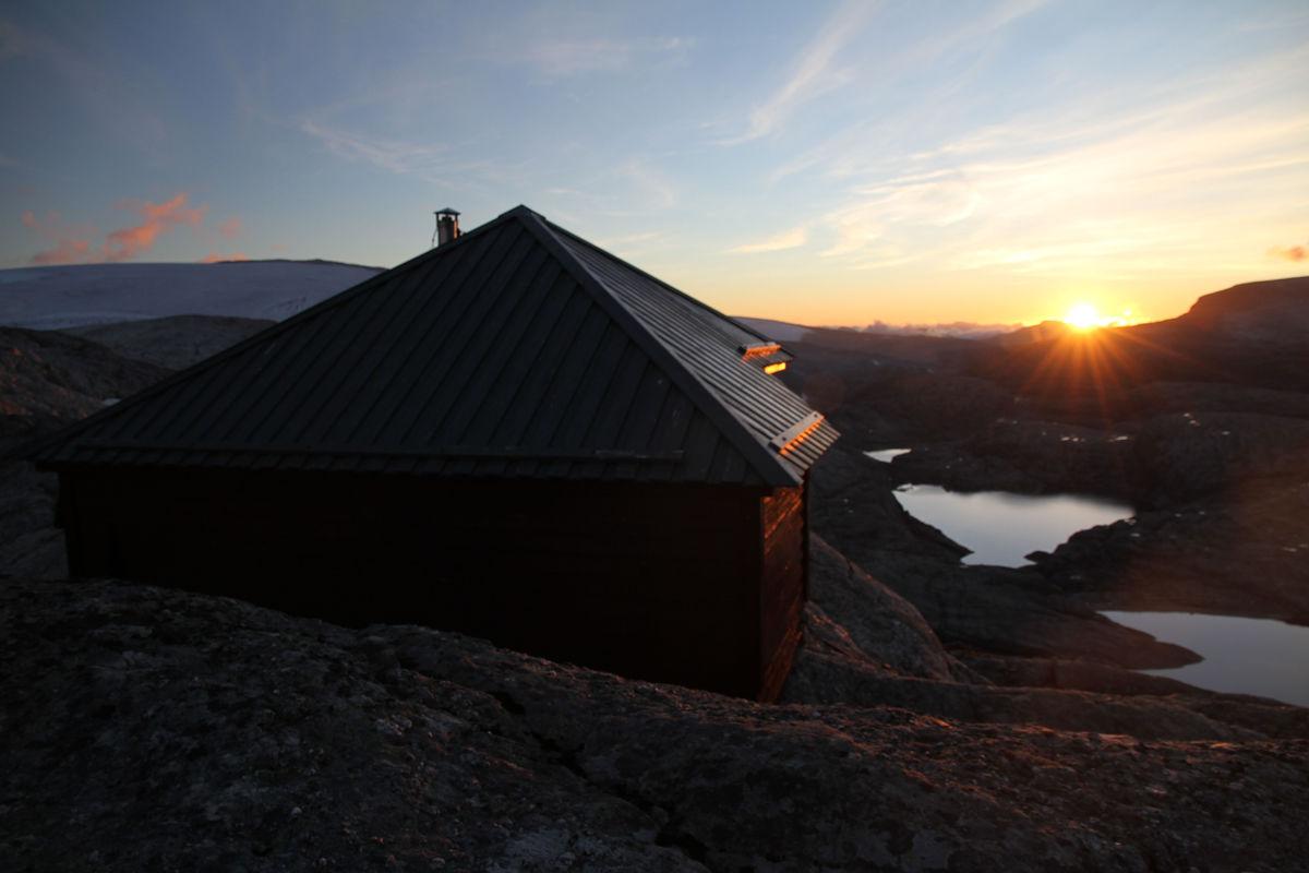Gjegnabu i solnedgang