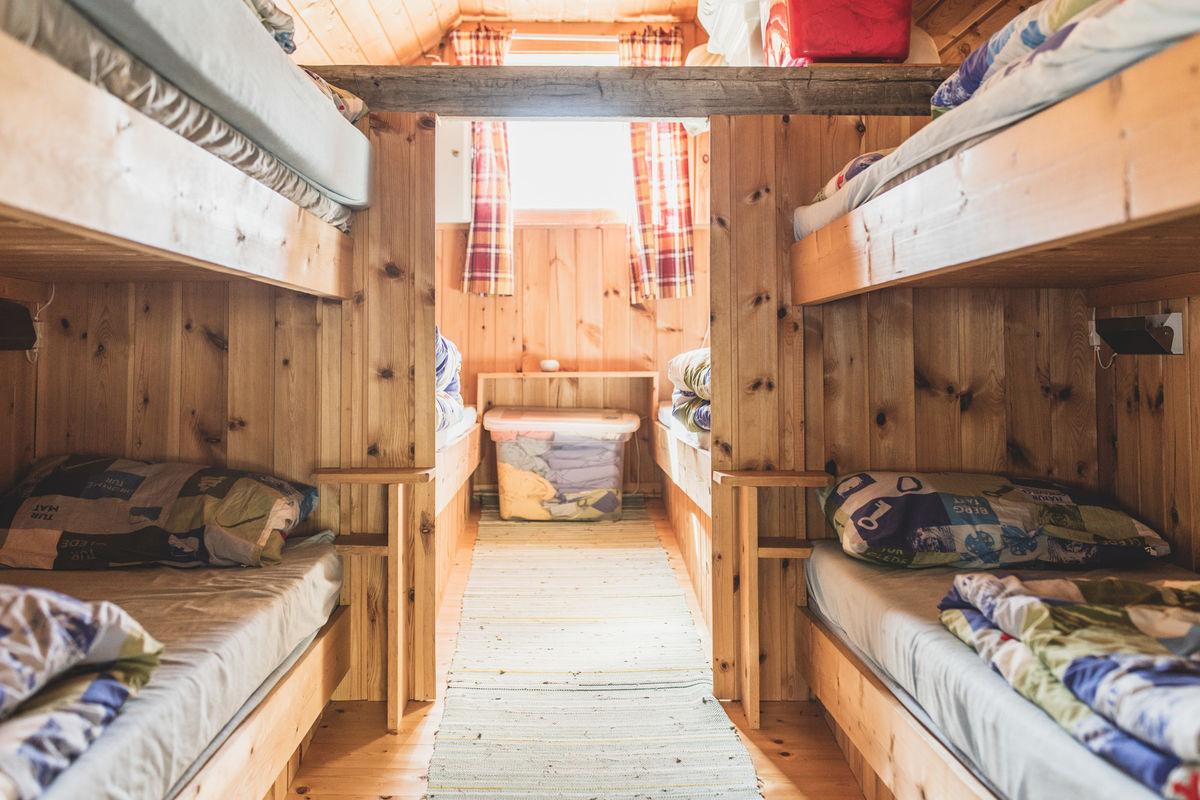 I hytta er det seks sengeplasser.