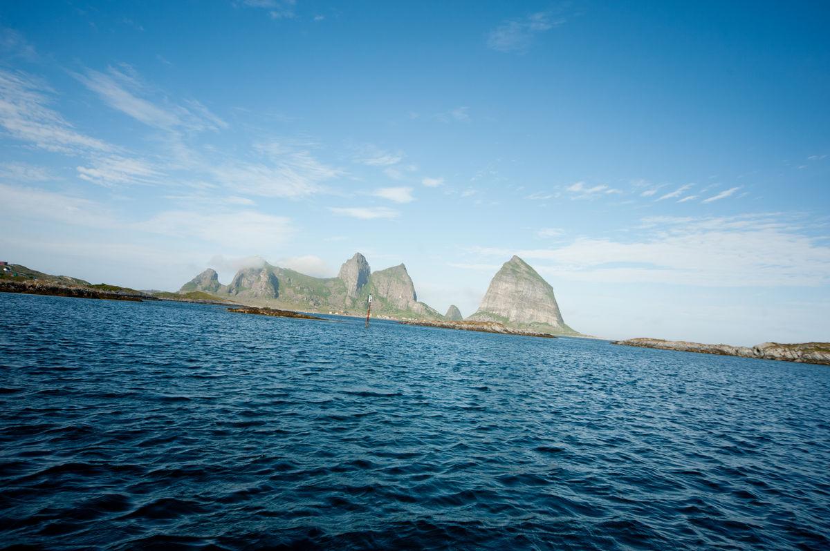 Trænstaven ligger på øya Sanna.