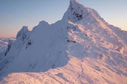 Dyrhaugstindane om vinteren, fra nord mot sør -  Foto: Ukjent