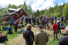 Folksomt under åpningen av Bøvelstad - Foto: DNT Oslo og Omegn