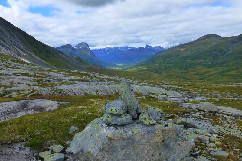 Utsikt mot Skihelledalen og Røyrhusdalen