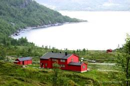 Sandsa ligger fint til like ovenfor Sandsavatn STF sit naust ligger nede ved vannkanten -  Foto: Ukjent