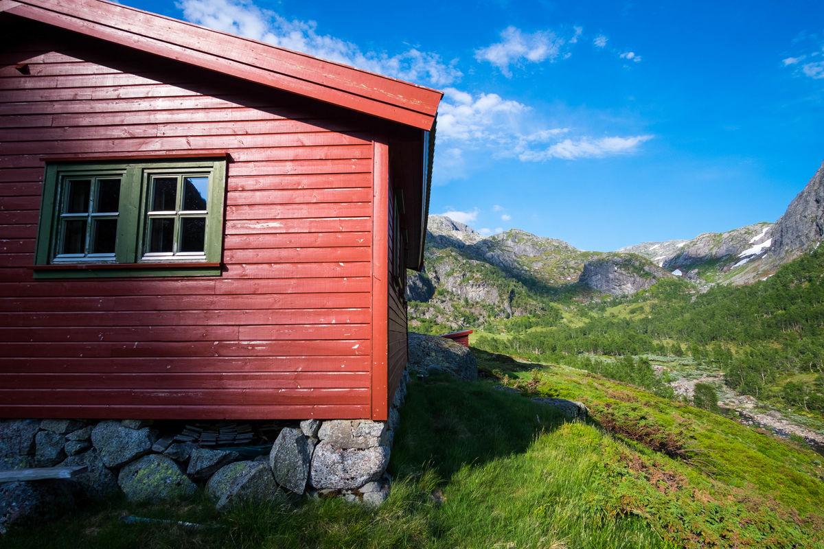 Hytta i Grasdalen er en fin mellomstasjon enten man kommer fra Melands Grønahei, Eidavatn, Nilsebu eller Stakken.