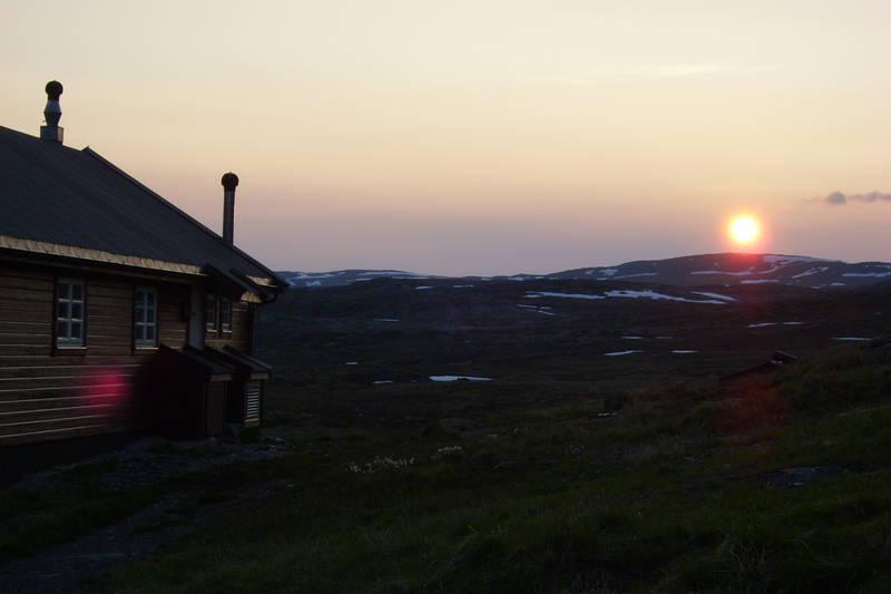 Solnedgang på Litlos i slutten av juni