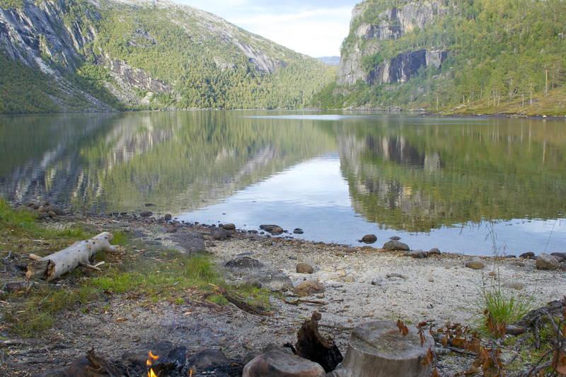 Utsikt over Storskogvatnet i Rago nasjonalpark