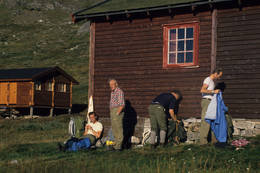Koselig i solveggen nedenfor hovedhytta - Foto: Per Roger Lauritzen