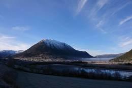 Lomseggen på avstand - Foto: Åshild Myhre Amundsen