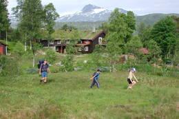 Framme ved Trollheimshytta Snota bak. - Foto: Jonny Remmereit