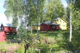 Th. Kittelsens hjem Lauvlia ligger fint til i lia på oversiden av veien.  - Foto: Hilde Roland