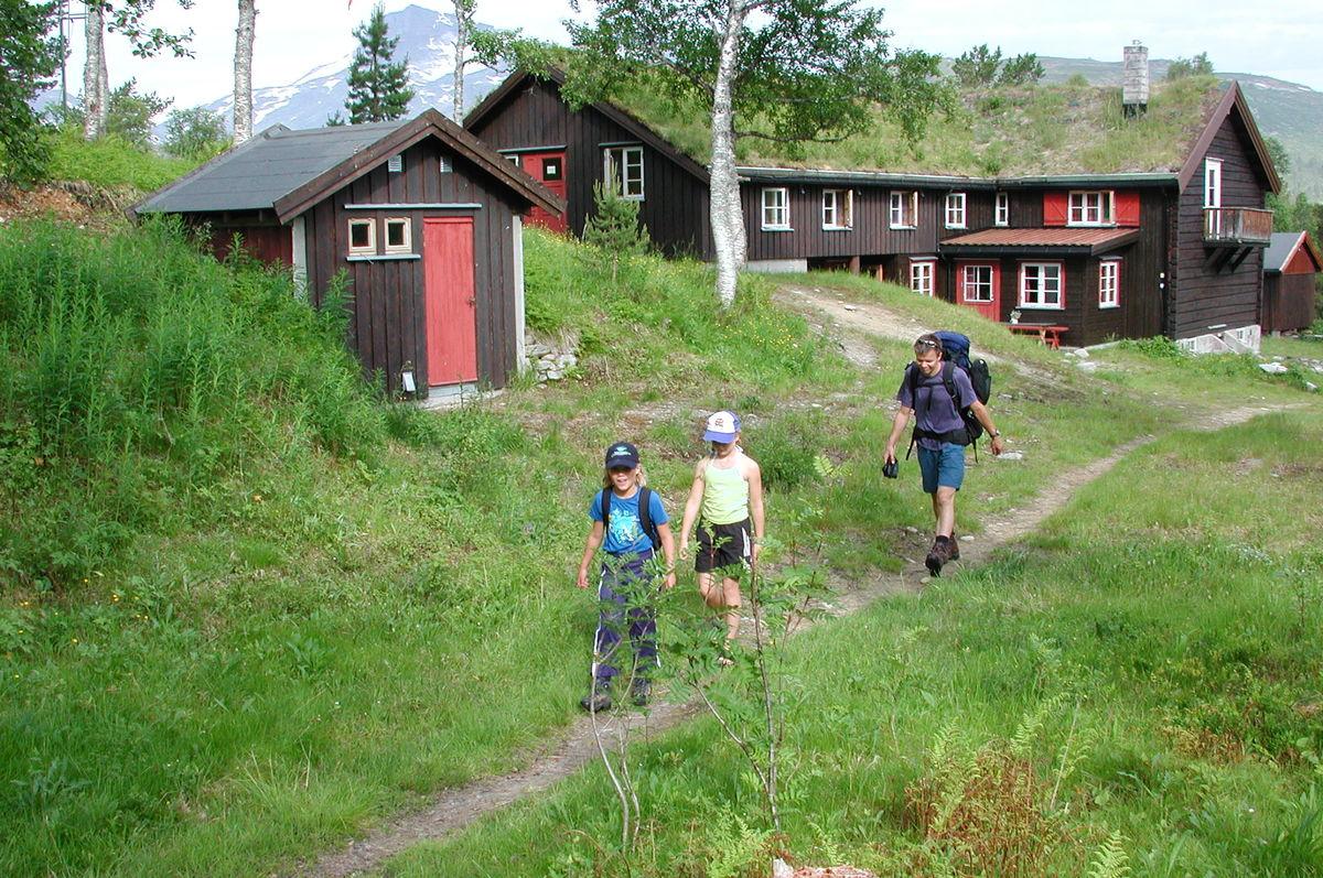 Trollheimshytta ligger midt i hjertet av Trollheimen. Hytta er knutepunktet for hytte-til-hytteturer.