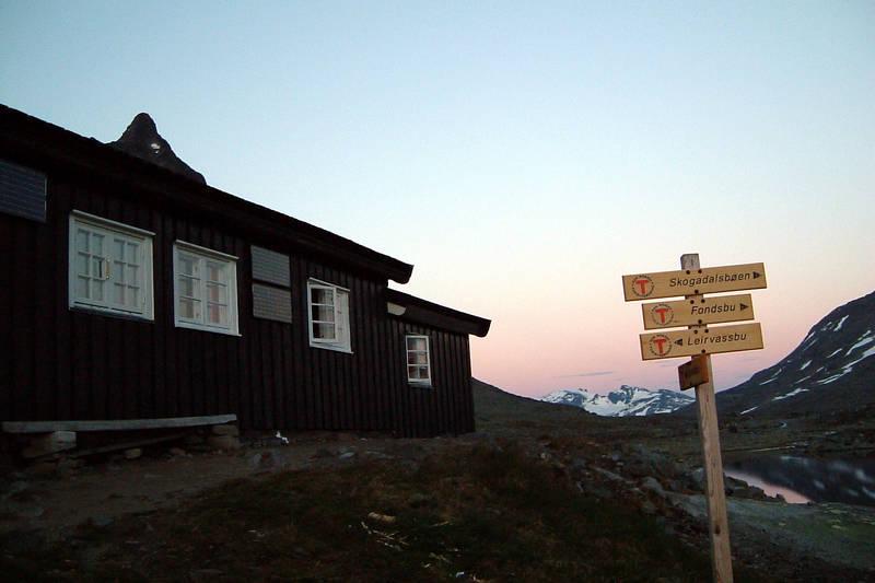 Olavsbu i solnedgang