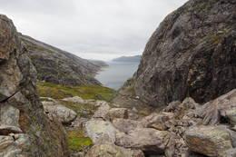 Her er Fitjaholet passert. Utsikt over Svartevatn. - Foto: Elisabeth Eriksen