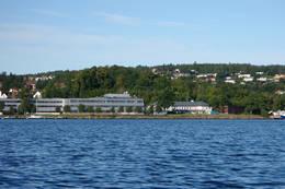 Kongsberg Maritime liger fint ved Indre Havn. - Foto: Ukjent