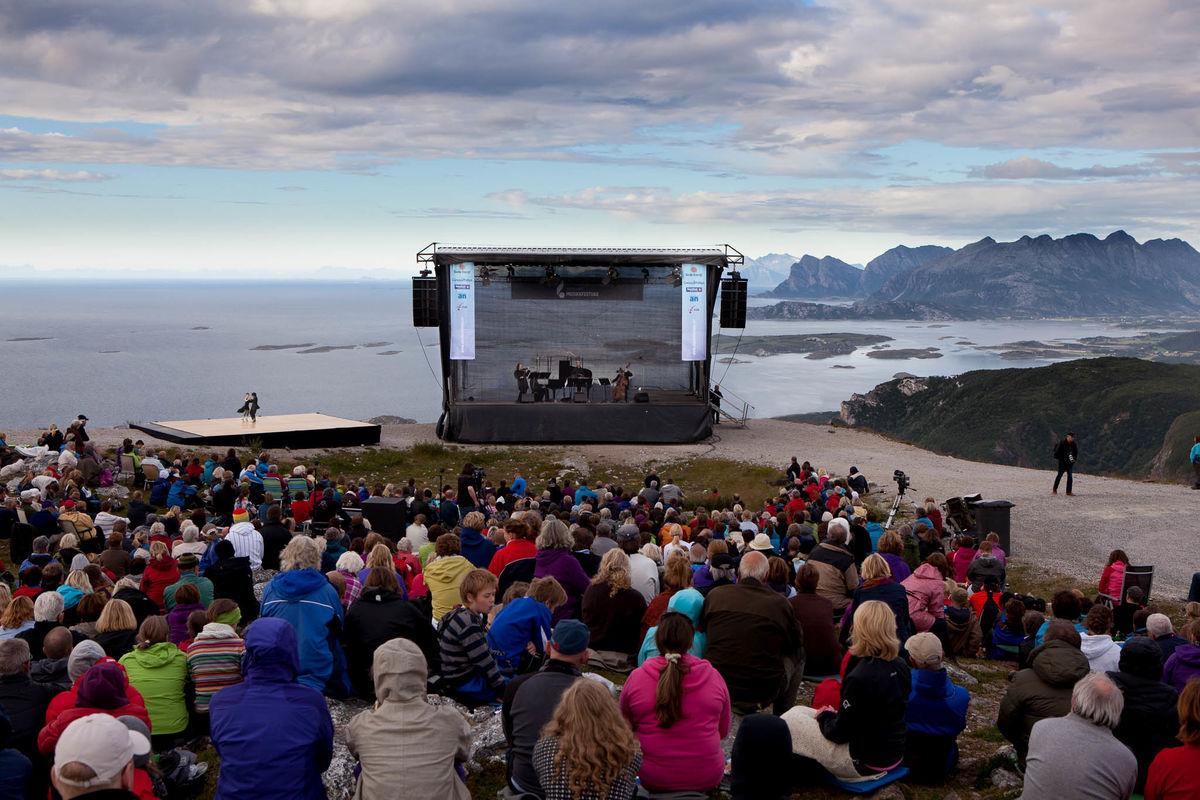 Så sant været tillater, det arrangerer Nordland Musikkfestuke konsert på Keiservarden hvert år