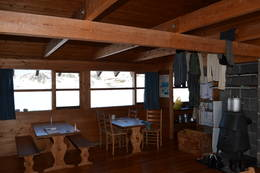 Koselig inne i hytta - Foto: Arild Rosnes