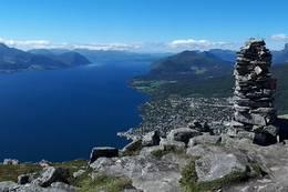 Utsikt fra toppen. - Foto: Bodil Dybevoll