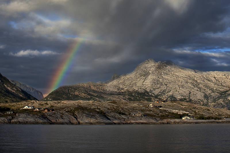 ALT I ETT: Hav og fjell og vær - det er Lurøy.  - Foto: Tommy Skog