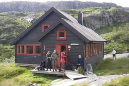 Vi forlater Grautheller - Foto: Kjell Sandåker