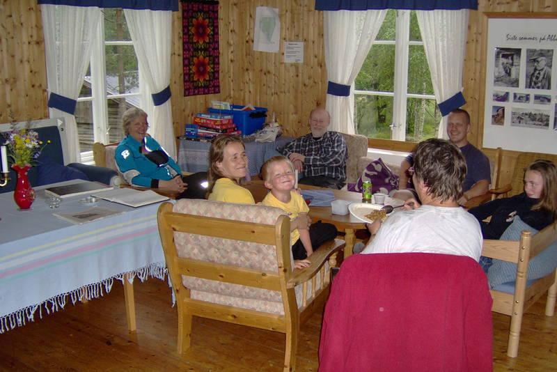 Ubetjent hytte. Varaldskogen. Finnskogen Turistforening.