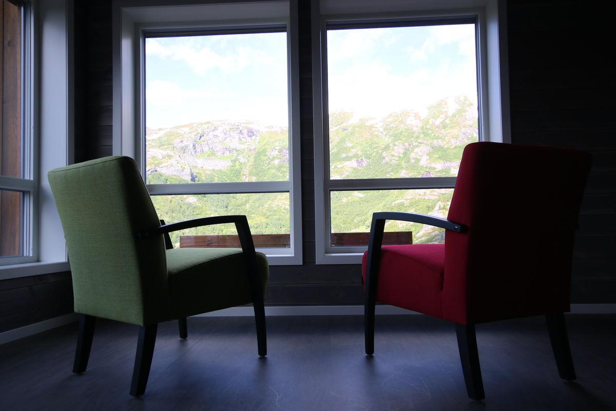 Utsikten kan nytes innenfra i den nye hytta. Foto Tone Drabløs