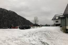 Soland gård, her er det stor og god parkeringsplass -  Foto: Jan Helge Karlsen