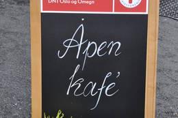 Velkommen til åpen kafé i Låven. - Foto: Kari Merete Horne