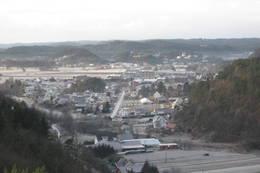 Toftelandsbroa i forgrunnen til venstre. Ellers boligområdet på Klepland med rådhuset og Tangvallsletta i bakgrunnen. - Foto: Floke Bredland
