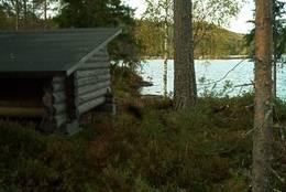 Det ligger en gapahuk i hver ende av Hallsjøen -  Foto: Ukjent