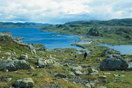 Holmavatnet med dammen midt i bildet - Foto: Kjell Helle-Olsen