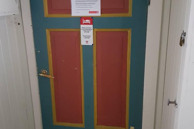 Du kan nå booke deg inn på hytta. Her ser du hvordan rommene er merka.