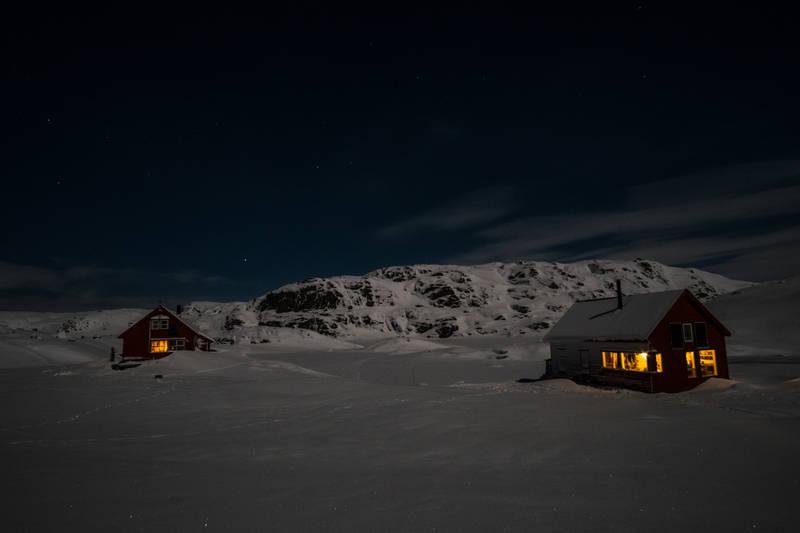 Magisk januarkveld med masse folk i hyttene på Sandvatn.