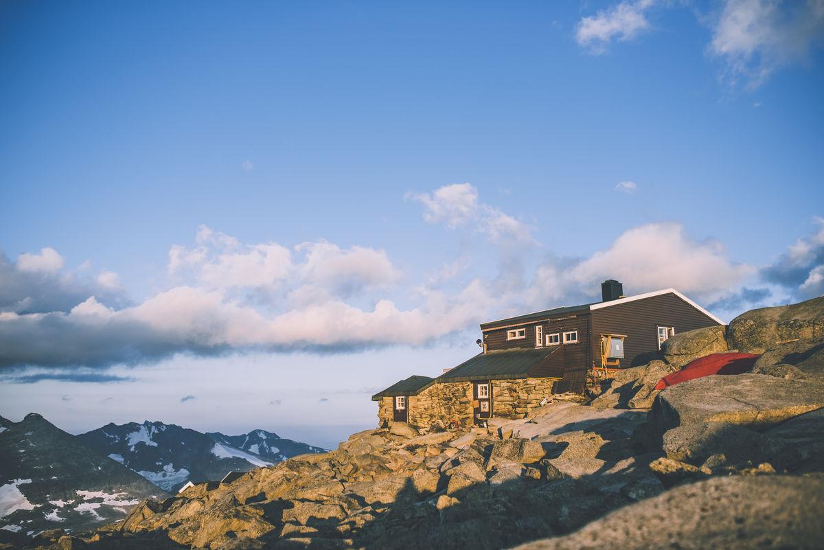 Fannaråkhytta er Norges høystliggende turisthytte.