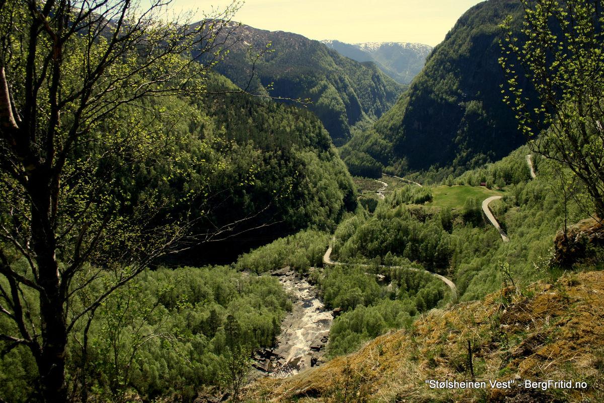 Fantastisk utsyn ut Matresdalen etter å ha syklet opp 300 høydemeter.