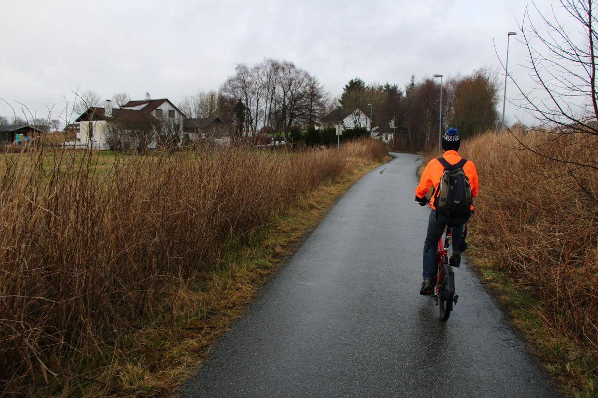 Ruta følger et mindre trafikkert alternativ til Madlaveien på vei mot Hafrsfjord