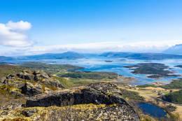 Da er vi på Ravnflåget, Utsikt inn Kallvågen - Foto: Kjell Fredriksen