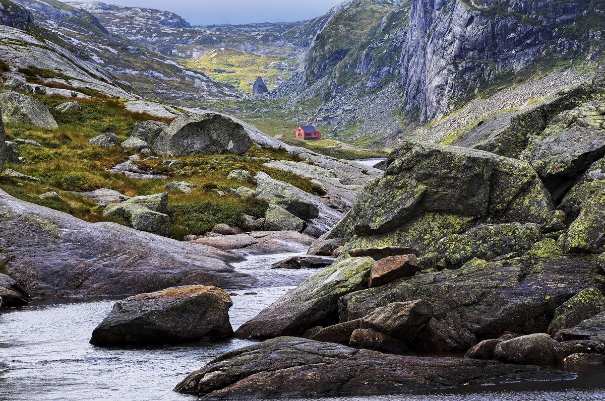 Stakken ligger i et frodig og fiskerikt område.
