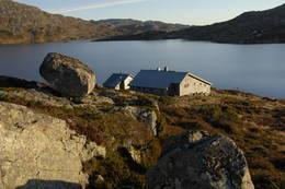 Heibergtunet Storevatn i sommerdrakt - Foto: Odd Inge Worsøe